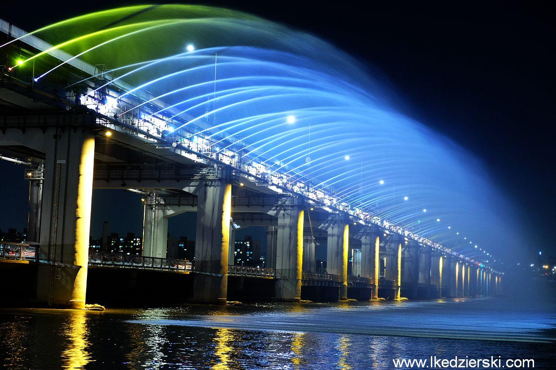 seul banpo bridge Banpodaegyo Moonlight Rainbow Fountain