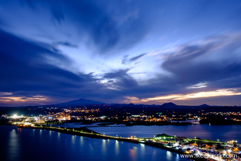 korea południowa nocne zdjęcia Seongsan Ilchulbong Peak (성산일출봉)