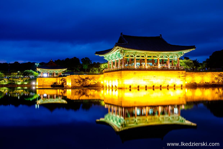 korea południowa nocne zdjęcia gyeongju Pałac Donggung w Gyeongju Gyeongju Donggung Palace and Wolji Pond 경주 동궁과 월지, 안압지