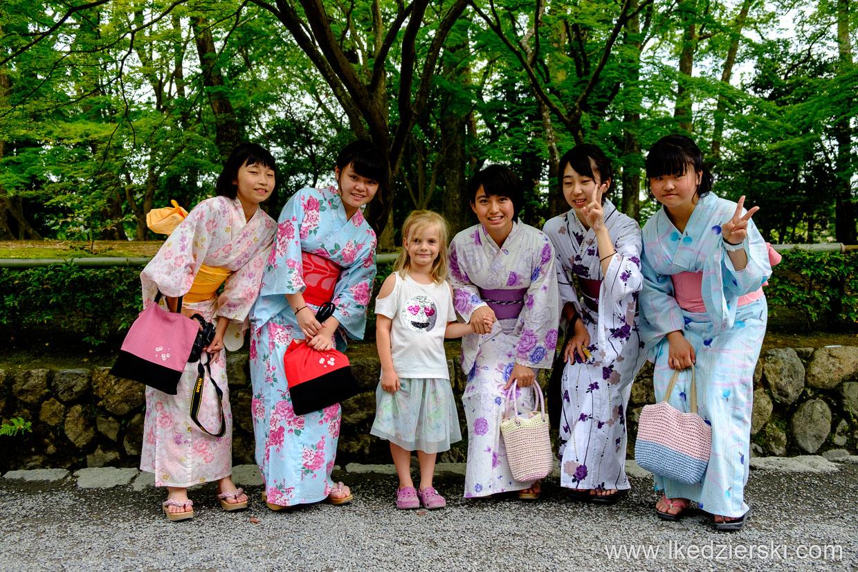 japonia kioto nadia w podróży kimono podróż do japonii z dzieckiem