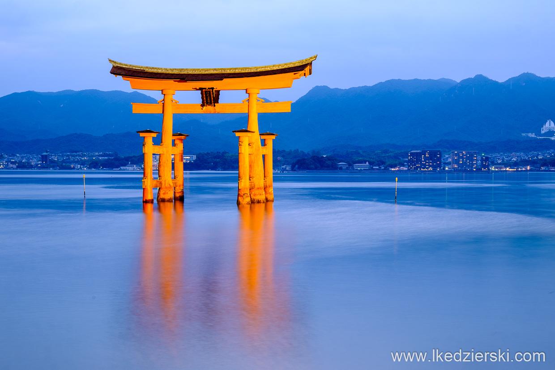 japonia Torii of Miyajima Itsukushima