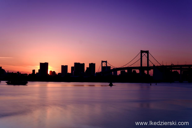 japonia tokio odaiba rainbow bridge sunset zachód słońca