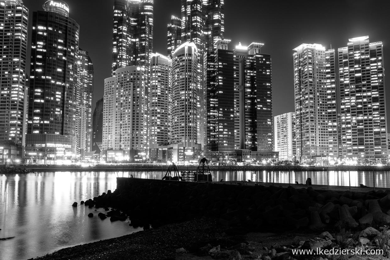 busan nocne zdjęcia black white