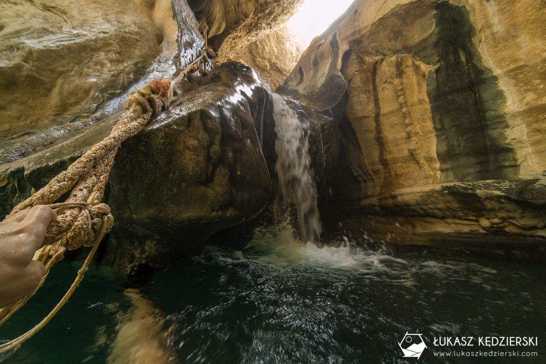 oman wadi shab Wadi Ash Shab cave jaskinia