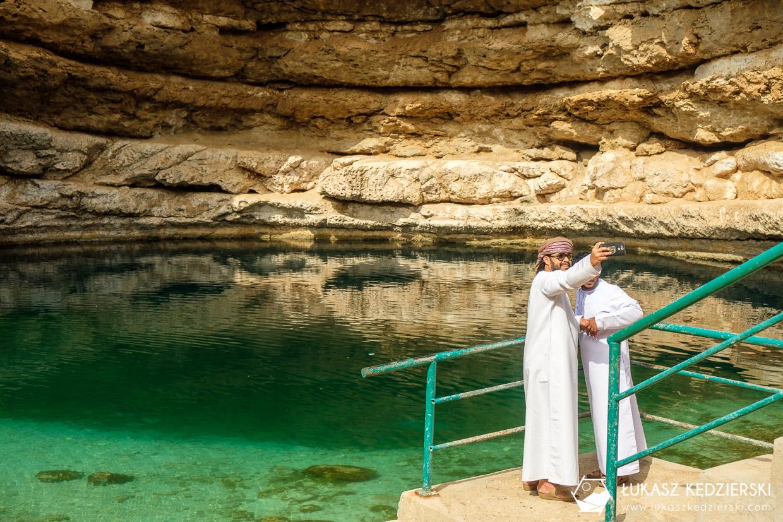 podróż do omanu bimmah sinkhole