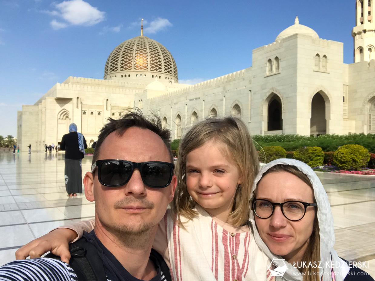 podróż do omanu maskat maskat wielki meczet sułtana qaboosa Sultan Qaboos Grand Mosque podróż do omanu atrakcje omanu oman atrakcje co warto zobaczyć w omanie