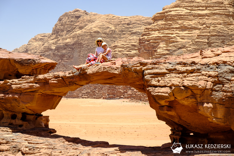 atrakcje wadi rum small rock arch mały łuk skalny jordania