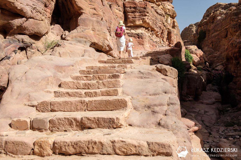 jordania petra ad deir monastery trail