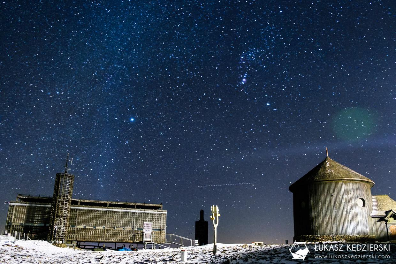 karkonosze nocą zdjęcia nocne zdjęcia karkonoszy nocne zdjęcia czeska poczta kaplica św Wawrzyńca