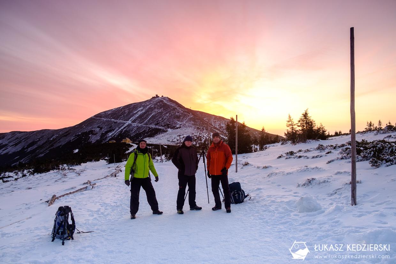 karkonosze nocą zdjęcia nocne zdjęcia karkonoszy nocne zdjęcia szlak na śnieżkę wschód słońca