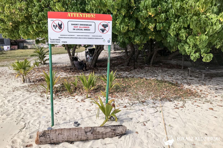 malediwy public beach znak