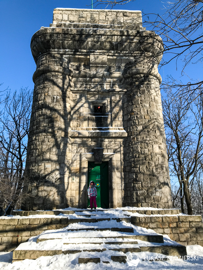 ślęża zimą, ślęża szlaki, dom turysty pod wieżycą, legenda panna z rybą, szlak na ślężę wieża bismarcka